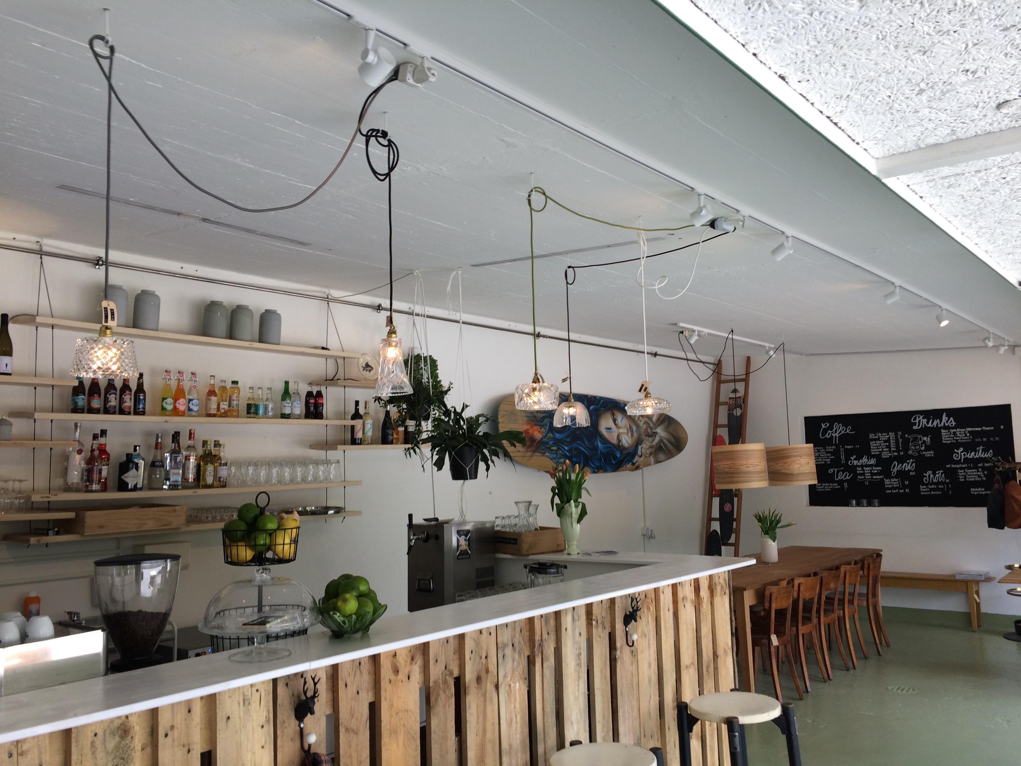 Bar mit Gästeberich